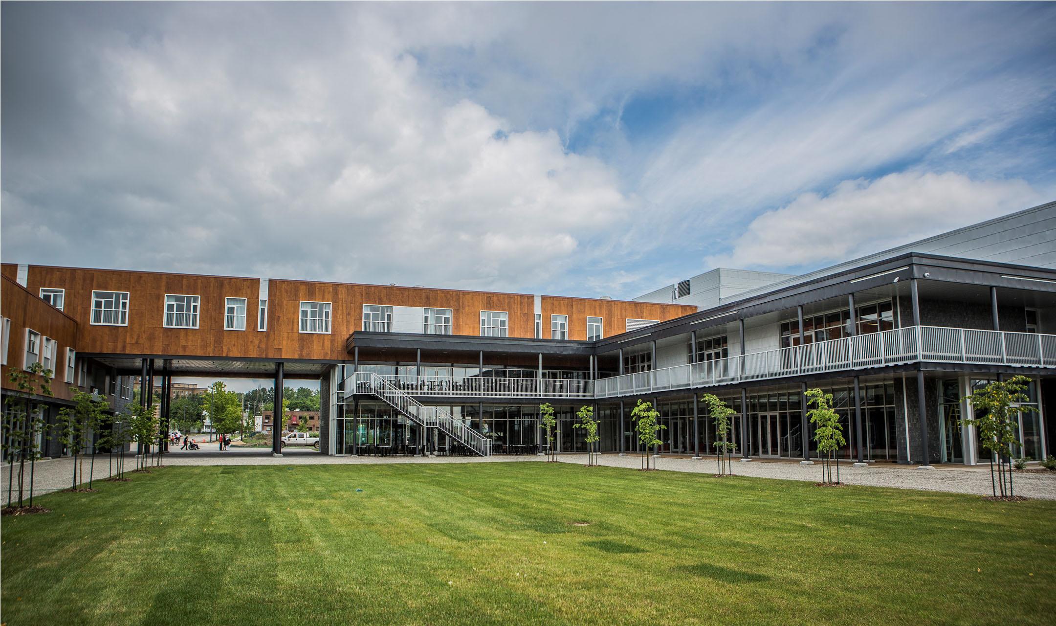 La ferme hotel complex baie saint paul ems for A la chouette maison baie st paul