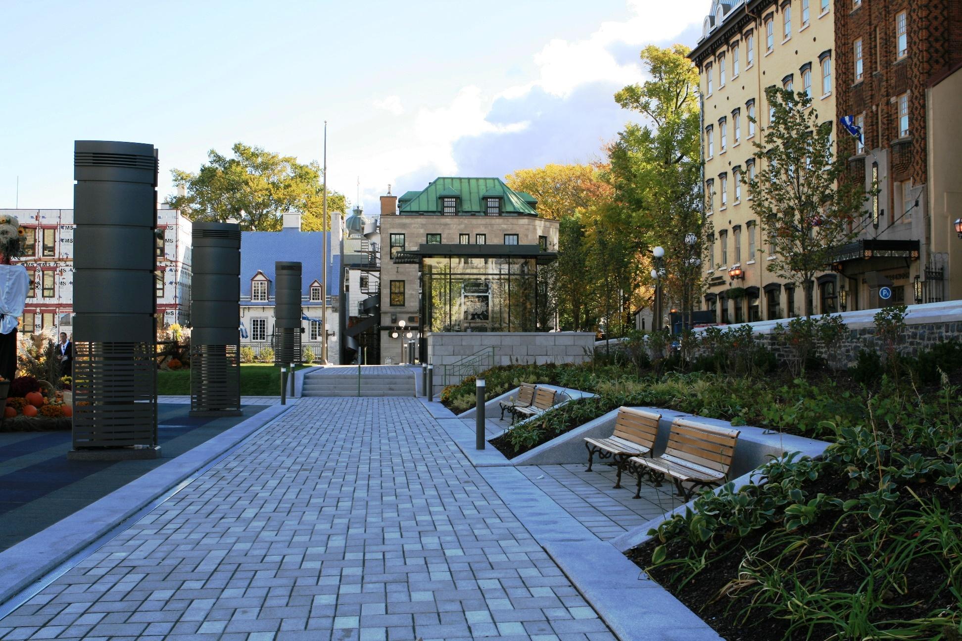 Clock jura grounds of quebec city hall ems